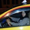 إكرام الزراد أول سائقة طاكسي بوزّان