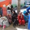 احتجاج واعتصام بعض ساكنة حي بني منصورة أمام مقر بلدية وزان للمطالبة بتزويد بيوتهم بالكهرباء والماء + فيديو