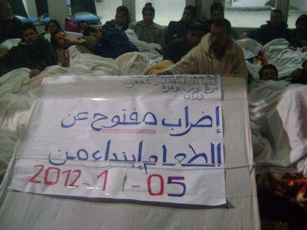 جانب من معطلي فرع زومي - بوقرة خلال إضرابهم عن الطعام
