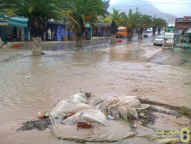 مياه الأمطار تغمر الشوارع