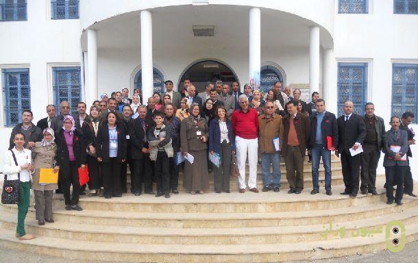 صورة جماعية للمشاركات والمشاركين في الملتقى