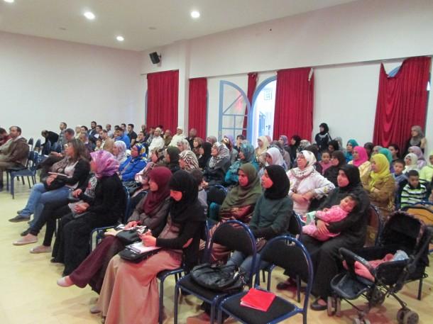 جانب من الحضور لحفل توقيع الكتاب