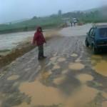 انقطاع الطريق بسبب الأمطار