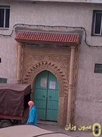المطالبة بفتح باب المسجد امام المصلين