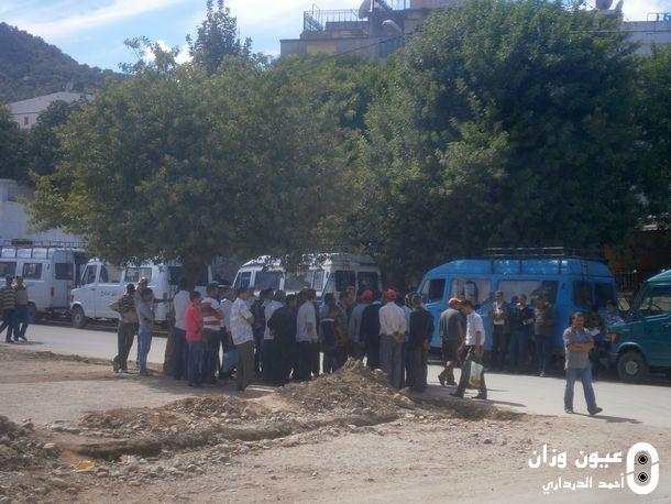 سائقو سيارات النقل المزدوج خلال احتجاجهم