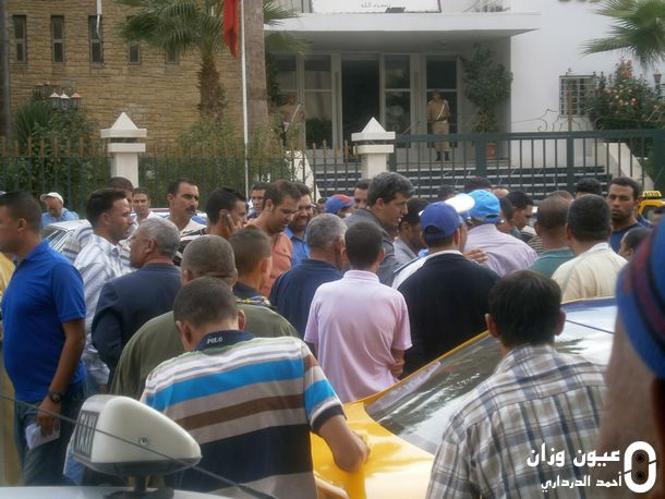 السلطات المحلية في حوار مع المحتجين