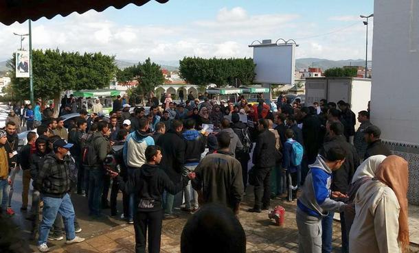 حاملي الإجازة بمدينة وزان يحتجون من أجل الحق في التكوين