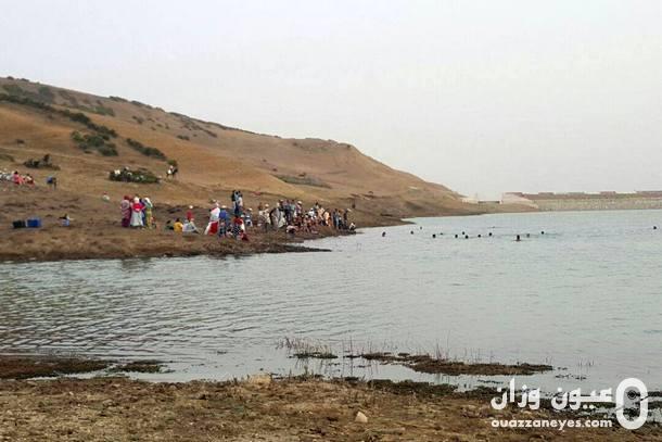 محاولات انتشال جثة الطفل الغريق من مياه السد
