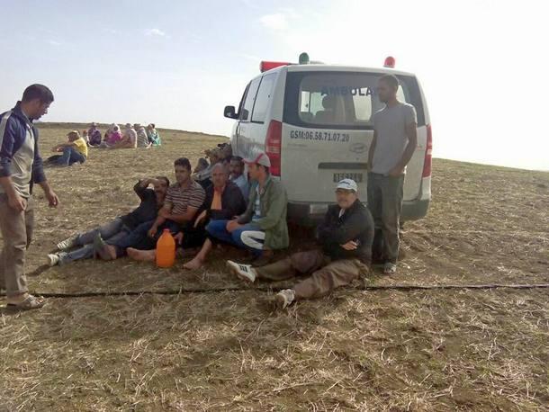 سيارة الإسعاف التي نقلت الجثة.