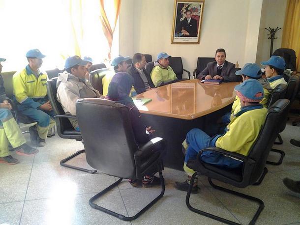 ممثلوا العمال المضربين خلال اجتماعهم برئيس جماعة وزان
