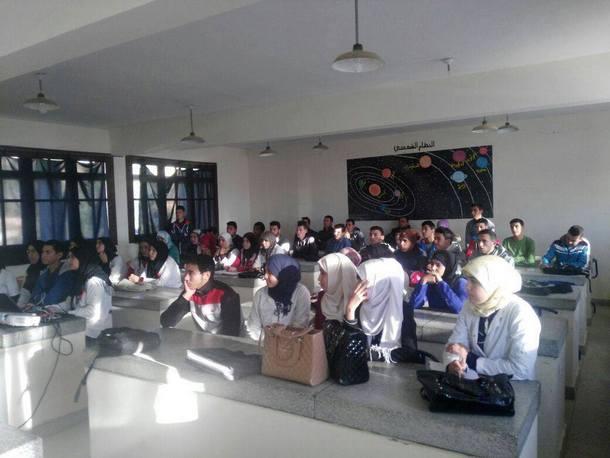 نادي التفوق والرحلات بالثانوية التأهيلية 3 مارس بسيدي رضوان ينظم عرضا تحسيسيا حول داء السيدا