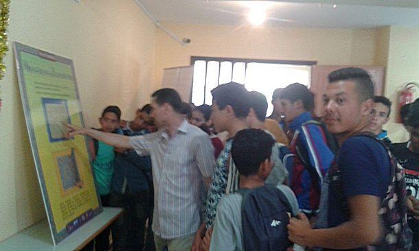 ثانوية القرطبي بوزان في زيارة للمعرض العلمي لجامعة ابن طفيل بالثانوية الإعدادية الإمام مالك