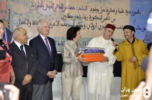 عامل إقليم وزان يقدم هدية لزوجة مستشار جلالة الملك أندري أزولاي.