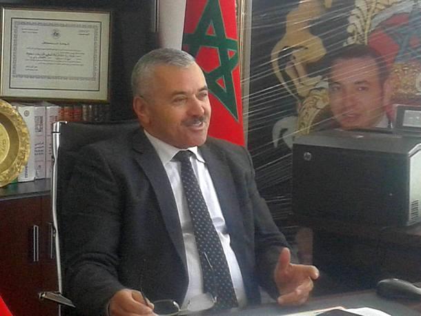 محمد حويط، رئيس جماعة زومي، في مكتبه بمقر الجماعة.
