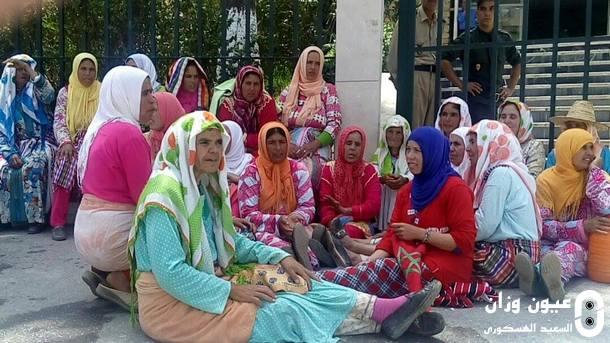 نساء من دواري المناثة واخراشيش شاركن في الوقفة الاحتجاجية.
