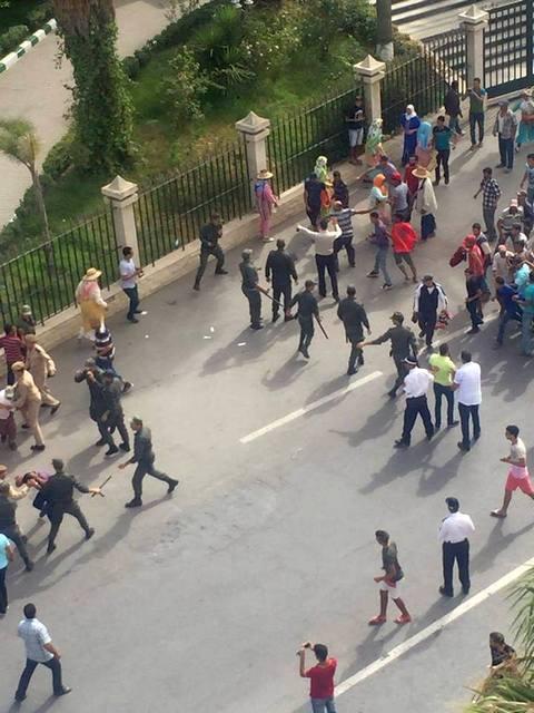 قوات الأمن تتدخل لفض الوقفة الاحتجاجية
